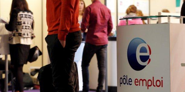 Selon des chiffres de la Commission européenne, 8% de la population active en France n'a aucune compétence numérique et 27% possèdent un niveau faible.