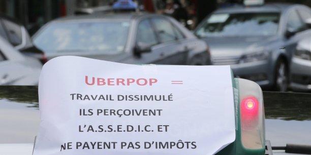 On espère qu'un juge pénal se prononcera rapidement pour éviter un drame, a expliqué le syndicat, en référence au climat de tension qui règne actuellement dans le milieu des taxis.