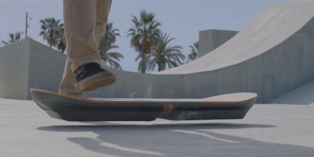 le skateboard volant de retour vers le futur vous en r viez lexus l 39 a fait. Black Bedroom Furniture Sets. Home Design Ideas