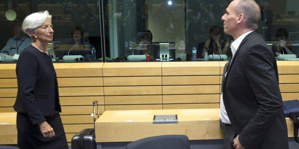 La Commission, le FMI et la BCE avaient donné au Premier ministre grec, Alexis Tsipras, jusqu'au milieu de la matinée pour leur transmettre un projet de réformes crédible, précisant qu'en l'absence de propositions, ils soumettraient leur propre texte à l'Eurogroupe. Mais Athènes a laissé cet ultimatum expirer en expliquant s'en tenir aux propositions présentées lundi et modifiées à la marge depuis.
