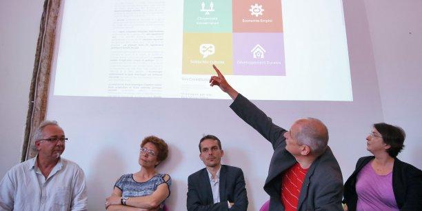 Gérard Onesta (EELV) présente la plateforme collaborative entouré de soutiens du Parti de Gauche et de la fédération de partis régionalistes Régions et Peuples solidaires
