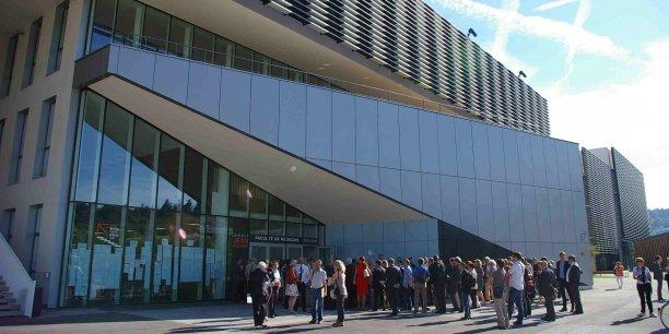 Sur 15 000 mètres carrés, la structure abrite la faculté de médecine, le CIS, l'Irmis et le Centre Hygée.