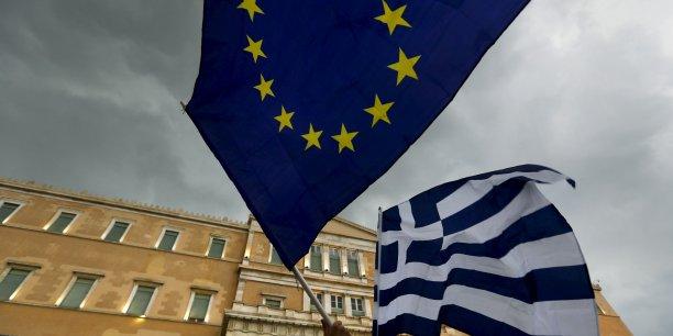 Les ministres des Finances de l'Union européenne ont pour leur part ont pour leur part décidé jeudi après-midi d'accorder à la Grèce un prêt-relais de 7 milliards d'euros jusqu'à la mi-août.