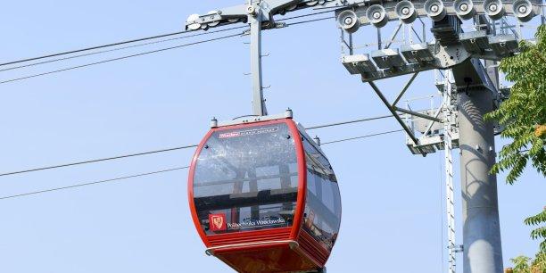 Ce mode de transport propre, d'un coût de 19 millions d'euros, avait été mis en service le 19 novembre en présence de la ministre de l'Environnement Ségolène Royal.