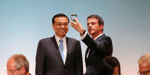 Manuel Valls fait un selfie avec le Premier ministre chinois Li Keqiang