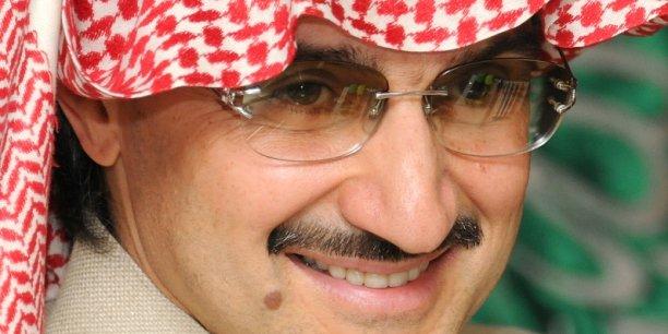 Neveu du roi Salmane, le prince détient 95% de Kingdom Holding, dans laquelle ses investissements constitueraient des enjeux considérables dans de nombreuses entreprises telles que Citigroup, Apple, Four Seasons, et Time Warner Inc.