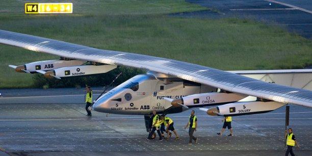 Avec près de 120 heures de vol, le pilote, André Borschberg a largement battu le précédent record mondial de vol en solitaire établi en 2006 par Steve Fossett, qui avait volé pendant 76 heures et 45 minutes (un peu plus de trois jours).