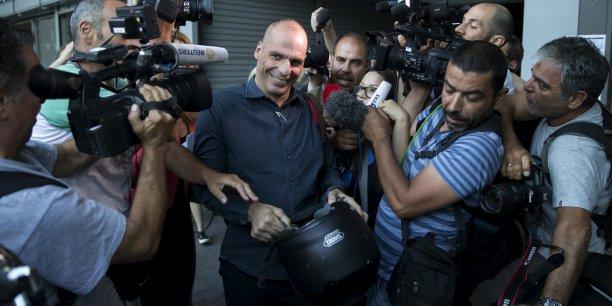 Yanis Varoufakis, économiste de formation devenu ministre des Finances grec du gouvernement de Syriza, cristallise les critiques. Si le oui au référendum l'emporte dimanche soir, il a annoncé qu'il quittera son poste.