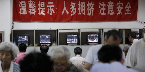 Le marché des actions de Shanghai a connu un engouement sans précédent. Son indice de référence s'était apprécié de 150% en douze mois avant sa correction de juin. La Bourse attire les investisseurs individuels chinois, dont le nombre est estimé à 90 millions.