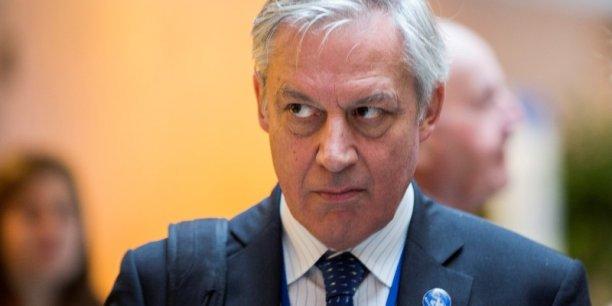 L'urgence est de stabiliser l'économie et de restaurer la confiance, pour faire revenir (les) dépôts, explique Christian Noyer, gouverneur de la Banque de France.