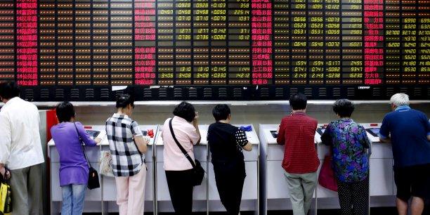 Après un an d'emballement financé en grande partie par des emprunts, le marché boursier chinois a corrigé de 30% depuis ses plus hauts de la mi-juin, perdant près de 3.000 milliards de dollars de capitalisation.
