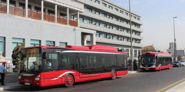 Les véhicules UrbanWay GNC et Crealis GNC à Bakou.