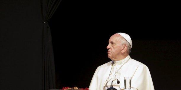 Lors d'un discours à Santa Cruz, en Bolivie, le pape a demandé à ce que les pauvres aient accès au droit sacré d'avoir du travail, un logement et une propriété.