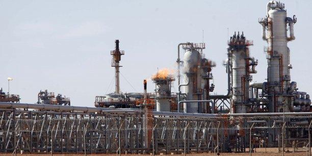 La compagnie nationale Aramco (pour Arabian American Oil Company) gère la quasi-intégralité des immenses ressources en hydrocarbures du royaume et est considéré à ce titre comme la première compagnie pétrolière mondiale.