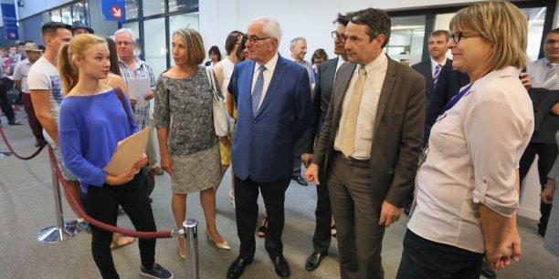 Thierry Mandon, Martin Malvy et la rectrice Hélène Bernard discutent avec une étudiante bientôt inscrite à Paul Sabatier