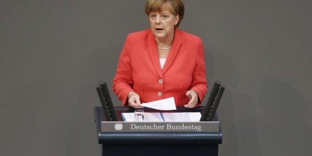 L'alternative à cet accord ne serait pas une sortie provisoire de la zone euro mais plutôt un chaos prévisible, a estimé Angela Merkel devant le bundestag.