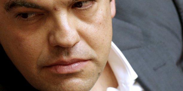 Alexis Tsipras a évincé les trois ministres frondeurs qui avaient voté jeudi contre l'adoption de ce train de mesures controversées, tout en confortant à son poste Euclide Tsakalotos, son ministre des Finances, apprécié de ses homologues de la zone euro.