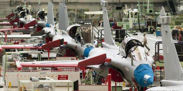Le sujet de maintien de la chaine de production des Rafale est un sujet important en France. Nous sommes donc extrêmement attentifs à la continuité de la chaine de production de Dassault Aviation à Mérignac, explique-t-on au sein du cabinet de la ministre.