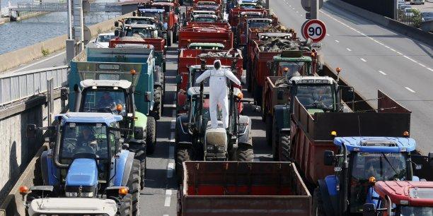 Les éleveurs français sont fortement mobilisés et organisent des barrages dans plusieurs régions du pays pour obtenir une revalorisation des prix de leurs produits.