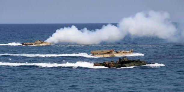 La zone concernée par l'arbitrage couvre 3,5 millions de km² de mer où la Chine développe depuis quelques années sa présence en poldérisant des récifs et en construisant dessus des installations navales et aériennes, mais aussi en déployant des patrouilleurs qui refoulent les bateaux de pêche philippins.