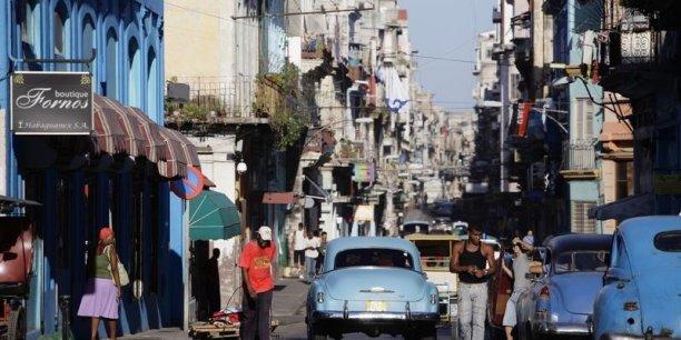Les réformes introduites par Raoul Castro, qui facilitent certaines transactions (la vente de sa maison ou de sa voiture par exemple) ainsi que certaines formes d'auto-entreprise, ont permis à nombre de Cubains de récolter enfin l'argent nécessaire pour affronter le voyage.