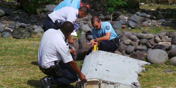 Un expert français a été dépéché sur place, pour examiner le morceau d'aile retrouvé, la semaine dernière, sur une plage de la Réunion.