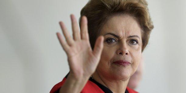 La présidente brésilienne de gauche, Dilma Rousseff, en grande difficulté, a procédé à un profond remaniement gouvernemental pour tenter de ressouder une majorité
