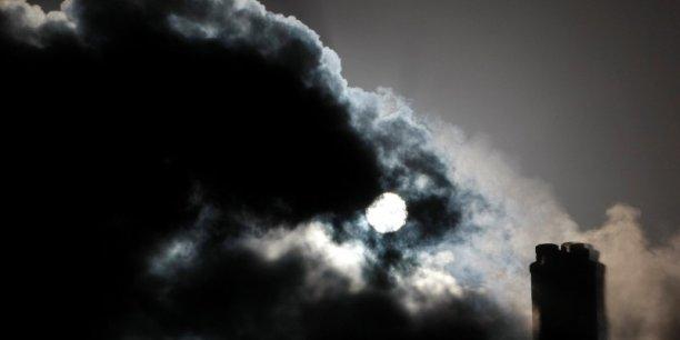 L'Australie, qui affichait jusqu'à présent un objectif de réduction de 5% d'ici 2020 par rapport aux niveaux de 2000, est le premier exportateur mondial de charbon et minerai de fer et l'un des plus gros émetteurs de carbone par habitant.