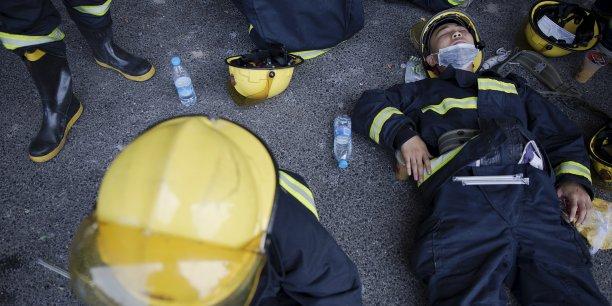 Plus de 12 pompiers figurent parmi les victimes des deux énormes explosions de mercredi soir dans la zone portuaire de la ville, selon des médias officiels.