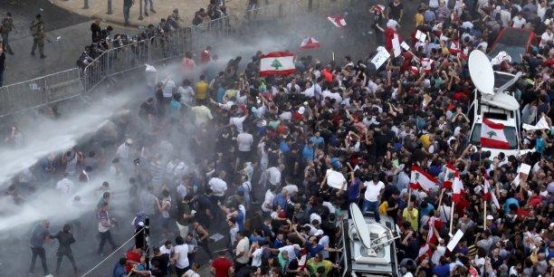 Des heurts entre un groupe de manifestants et des policiers ont éclaté dimanche, pour la seconde journée, lors d'un rassemblement à Beyrouth contre l'incapacité du gouvernement à trouver une issue à la crise des ordures ménagères.