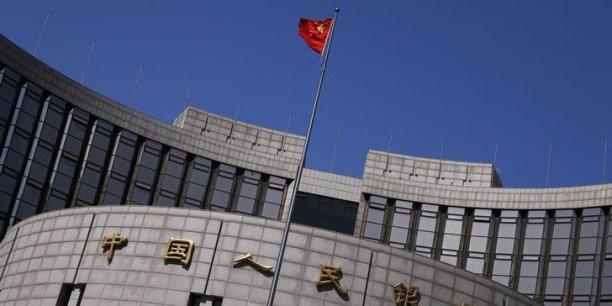 Confrontée au vif ralentissement de la deuxième économie mondiale, la banque centrale multiplie depuis fin 2014 les assouplissements monétaires et les injections de liquidités pour stimuler l'activité.