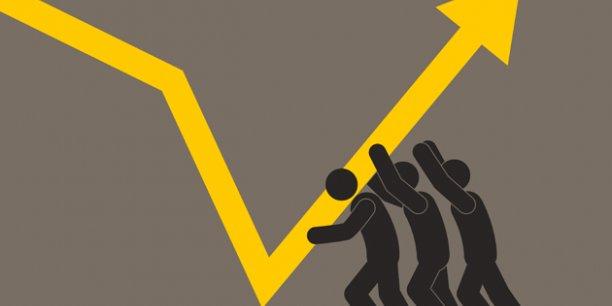 L'Insee chiffre à -5,2 milliards d'euros l'effet sur le revenu disponible total des Français des mesures mises en oeuvre l'an passé, dont -2,4 milliards pour la seule hausse des cotisations retraites.