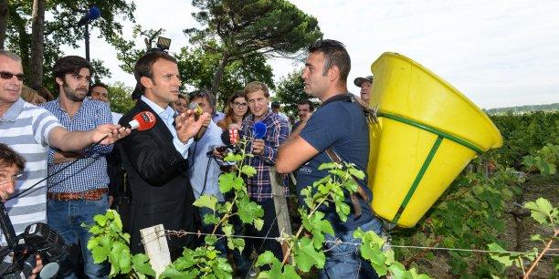 Emmanuel Macron, alors ministre de l'Economie, en déplacement à Léognan, en Gironde, en août 2015