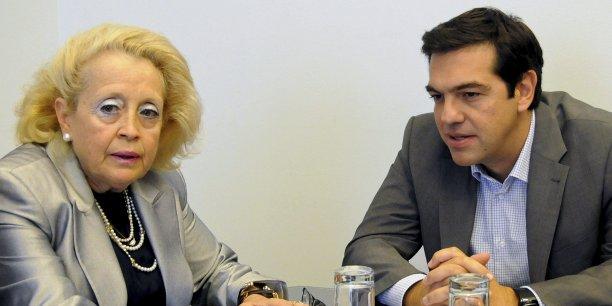 La nouvelle Premier ministre grecque Vassiliki Thanou, ici à côté de son prédéceseur, a été promue juge de la Cour suprême en 2008.