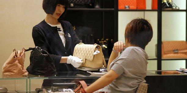 Avant la dévaluation de la devise chinoise, Chanel a choisi de réduire ses prix en Chine pour certains produits iconiques.