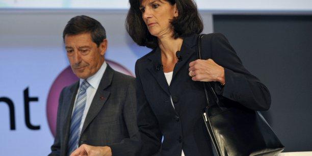 Déjà en 2008, le groupe est impliqué dans un scandale pour les indemnités de départ de Patricia Russo, la directrice générale et Serge Tchuruk, le président du conseil d'administration.