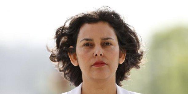 Mme El Khomri a indiqué avoir travaillé pendant quatre ou cinq ans en tant qu'étudiante salariée en entreprise et avoir étudié le droit du travail. Je ne suis absolument pas hors de la vie réelle, a-t-elle lancé.