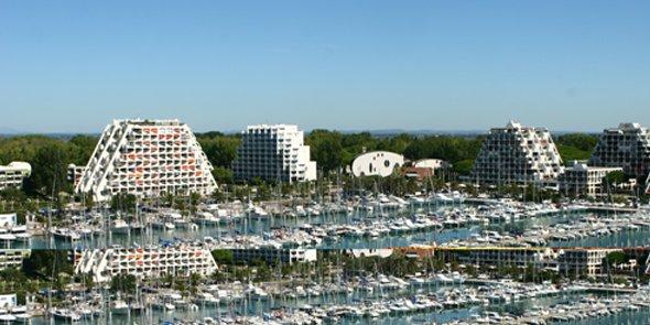 Non loni du port de La Grande Motte, 1 800 logements vont être chauffés par thalassothermie.