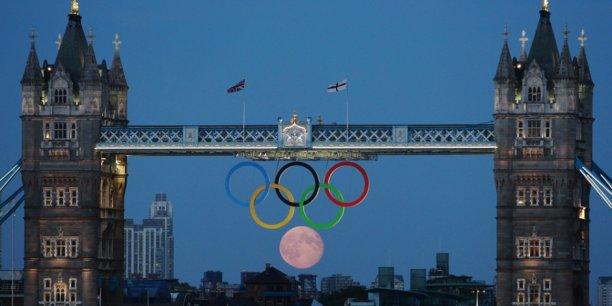 Il n'y a donc pas que des effets négatifs à accueillir les Jeux olympiques, même si la capitale britannique n'a pas échappé aux polémiques inhérentes à l'organisation d'un tel événement, notamment concernant son coût.