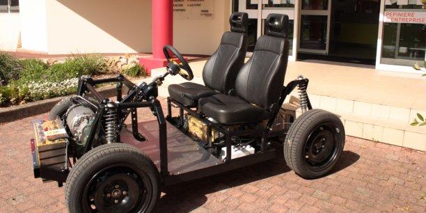 Pour fabriquer le véhicule qui sera officiellement présenté le 1er octobre, Gazelle Tech reprend sur sa structure en composite (châssis et carrosserie) les éléments méncaniques d'un véhicule open source créé en Italie.