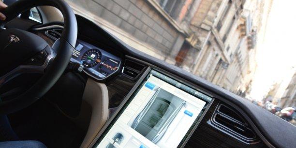 Tesla p85d lectron de plus en plus libre for Interieur tesla model s