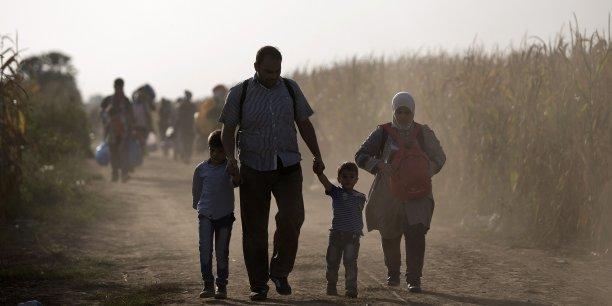 La Commission européenne a présenté une série de propositions censées pallier la crise des réfugiés, en s'attaquant notamment aux problèmes dans les pays d'origine des immigrants.