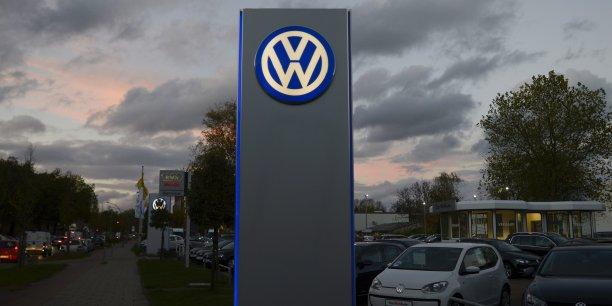 Les autorités américaines ont contraint vendredi 18 septembre Volkswagen à rappeler près de 500.000 véhicules, accusant le constructeur allemand d'avoir volontairement enfreint certaines réglementations antipollution et le menaçant d'une très lourde pénalité.