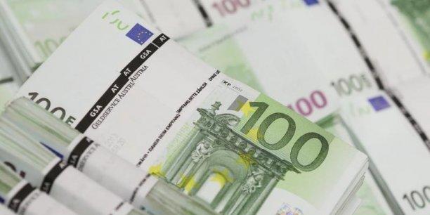 Le TLAC (total loss absorbing capacity) imposera aux 30 plus grandes banques systémiques du monde de détenir un matelas de fonds propres au moins égal à 16% de leurs actifs pondérés des risques, d'ici au 1er janvier 2019.