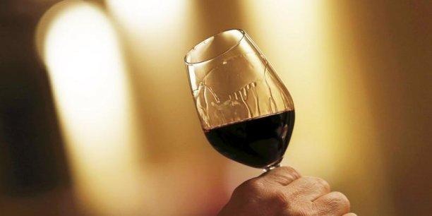 Les exportations des vins de Bordeaux s'élèvent à 2,1 millions d'hectolitres (-4%), soit l'équivalent de 277 millions de bouteilles, pour un chiffre d'affaire de 1,83 milliard d'euros (+1%).