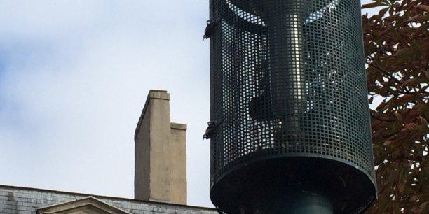 Les 10 stations de mesures de la qualité de l'air d'Airaq placées à Bordeaux mettent en avant que les particules fines sont majoritairement émises par les seules habitations via le chauffage... et notamment les feux de cheminée en hiver.