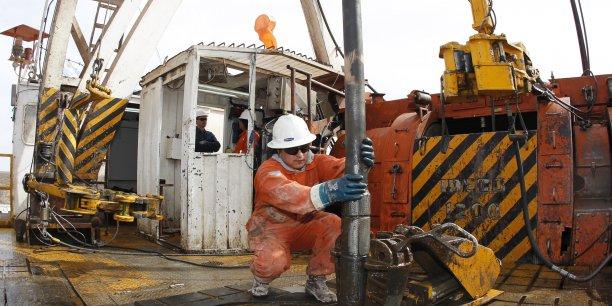 Le premier groupe pétrolier d'Espagne annonce ce vendredi avoir cédé sa part de 10% dans la compagnie espagnole de distribution de carburants CLH (Compañia logistica de hidrocaburos), pour 325 millions d'euros à la société d'investissement française Ardian (ex Axa Private Equity). Enrique Marcarian/Reuters
