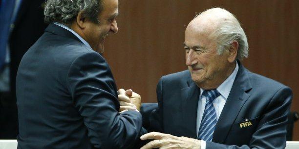 La Suisse a ouvert une enquête pénale contre le président de la Fifa, Sepp Blatter (ici en mai 2015 lors de sa réélection), pour soupçon de gestion déloyale et abus de confiance, avec notamment un versement suspect de 2 millions de francs suisses à Michel Platini