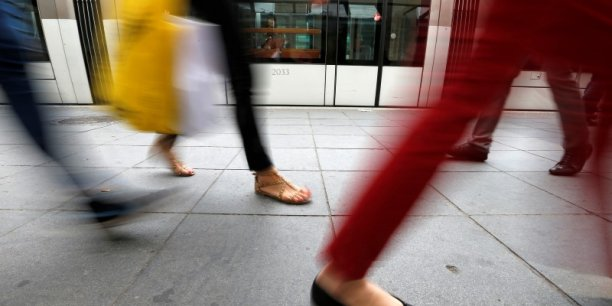 Parmi les requêtes inscrites dans la loi Macron figure la remise d'un rapport sur les conséquences du marketing différencié en fonction du sexe, les écarts de prix selon le sexe du consommateur et les inégalités pensant sur le pouvoir d'achat des femmes et des hommes