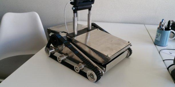 Un des robots de Syneox a l'épreuve de la radioactivité, capable de filmer dans le noir absolu.